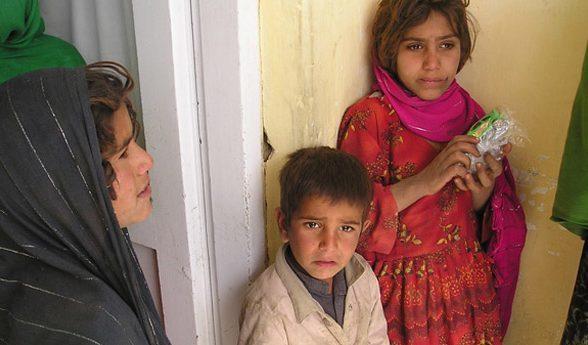 Junge Patientinnen im Klinikgebäude in Dogh Abad