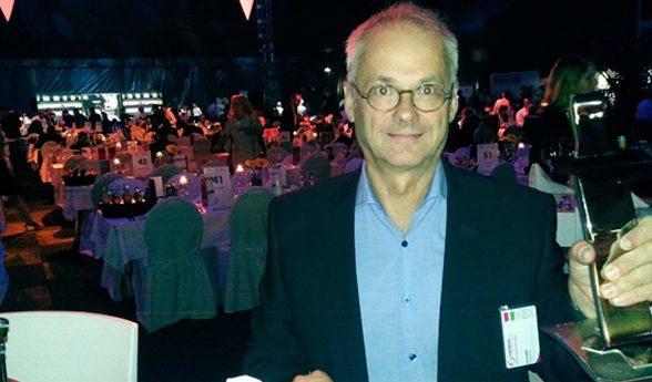 Stephan Lennartz mit dem Charlie Award