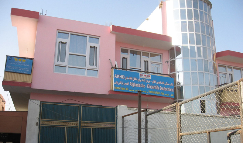 Neues Klinik-und Schulgebäude in Dogh Abad