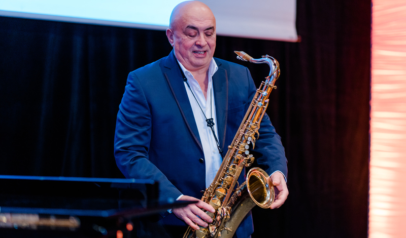 George Pavel am Saxofon; Foto: Heike Katthagen